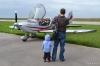Настала мамина очередь лететь
