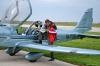 Инструктор АУЦ Игорь Клименченко тщательно изучает маршрут полета